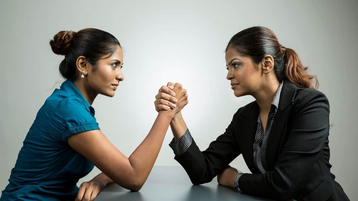 Rivalidade feminina: dividir para conquistar