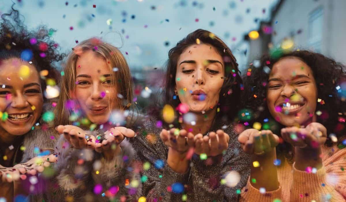 mulheres assopram confete